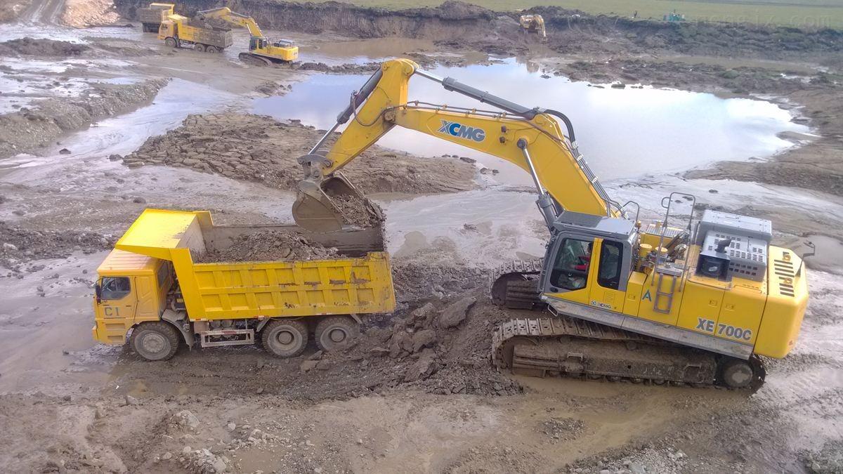神钢挖掘机立轴/回转支承/油缸SK250-260-300-2
