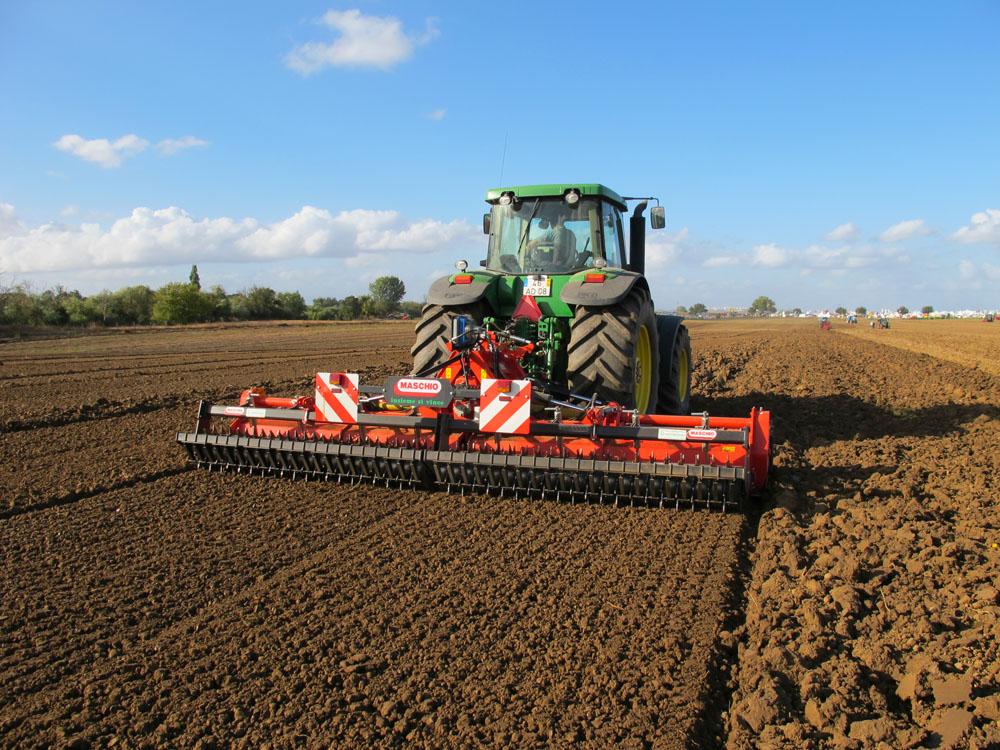 高度自动化农机 展现惊人效率