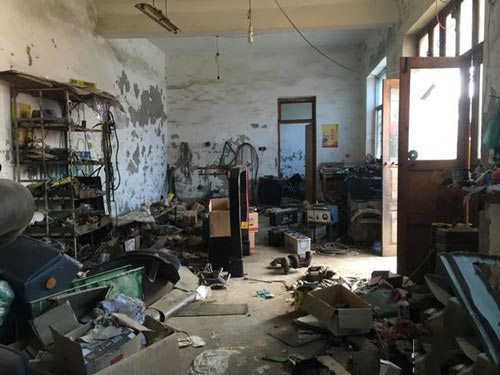 蔸坊村内的维修车间