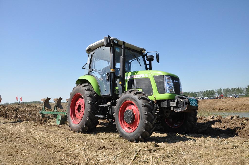 全县农机化装备结构和作业水平得到很大