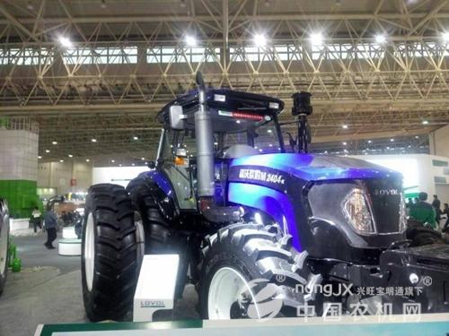 展品二:雷沃欧豹m2404-k拖拉机